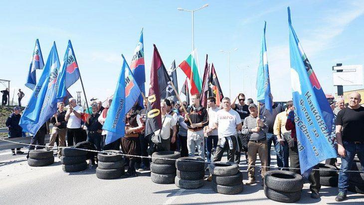 Bulgaristan'da parlamenter seçimlere saatler kala sıkıntılar artıyor ve büyümeye devam ediyor
